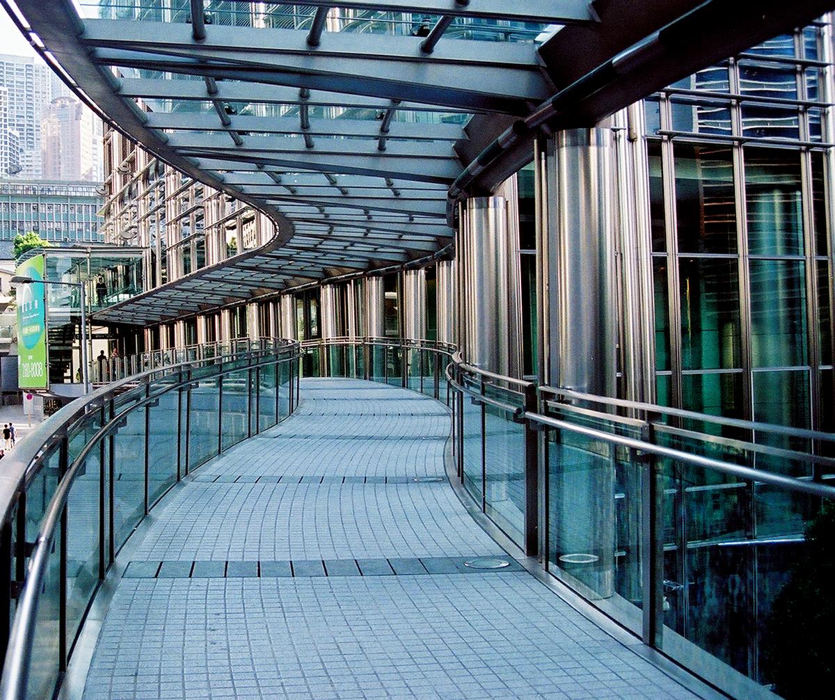 pedestrian bridge at cheung kong center hong kong